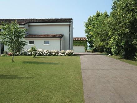 https://www.ceramicheminori.com/immagini_pagine/29-12-2020/pavimenti-per-esterno-83-2668-330.jpg