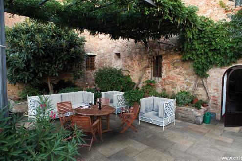 https://www.ceramicheminori.com/immagini_pagine/29-12-2020/pavimenti-per-esterno-83-2704-330.jpg
