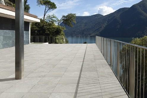https://www.ceramicheminori.com/immagini_pagine/29-12-2020/pavimenti-per-esterno-83-2886-330.jpg