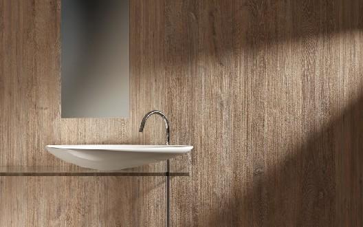 https://www.ceramicheminori.com/immagini_pagine/30-12-2020/bagni-effetto-legno-105-2495-330.jpg